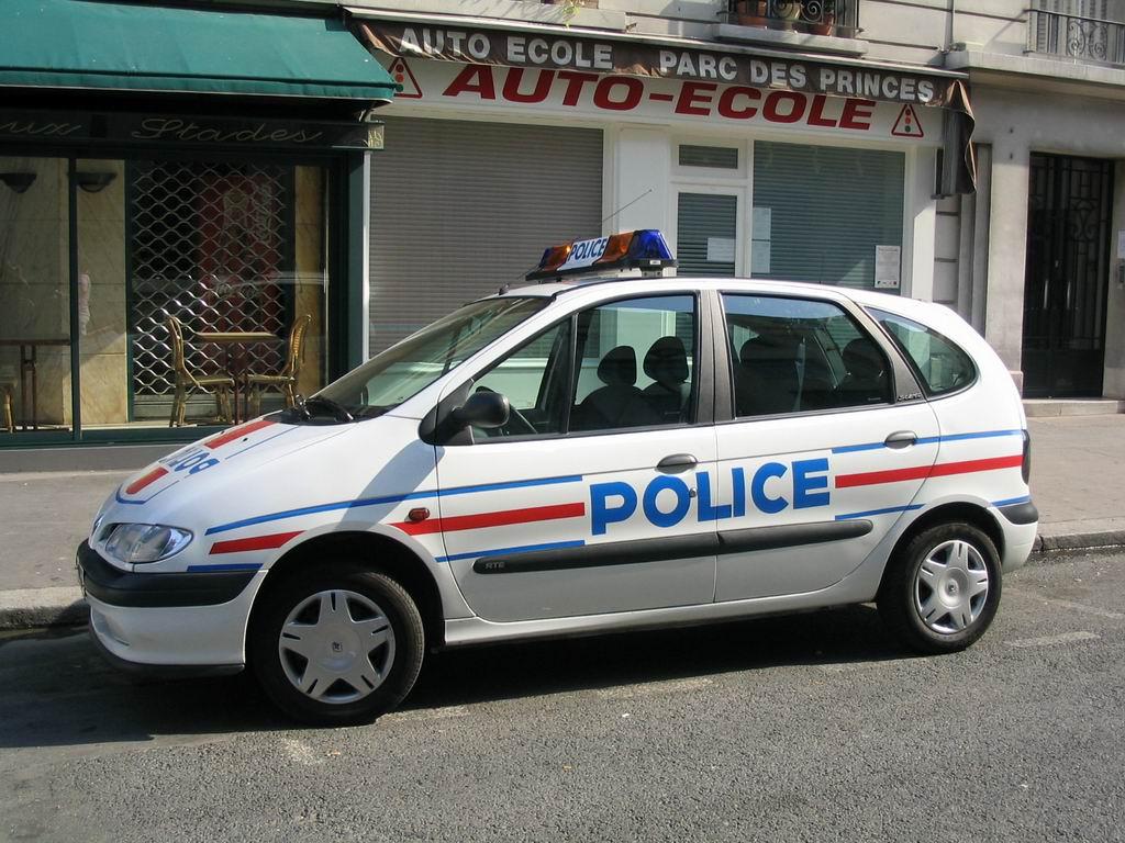 site qui parle des voiture qui ont les policier blog voituredepolice. Black Bedroom Furniture Sets. Home Design Ideas